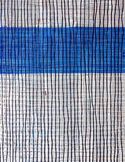 Vertikale Linien und horizontale blaue Fläche
